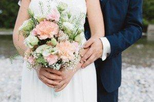 Brautstrauß passend zu Vintage und Boho in peach, grün und weiß