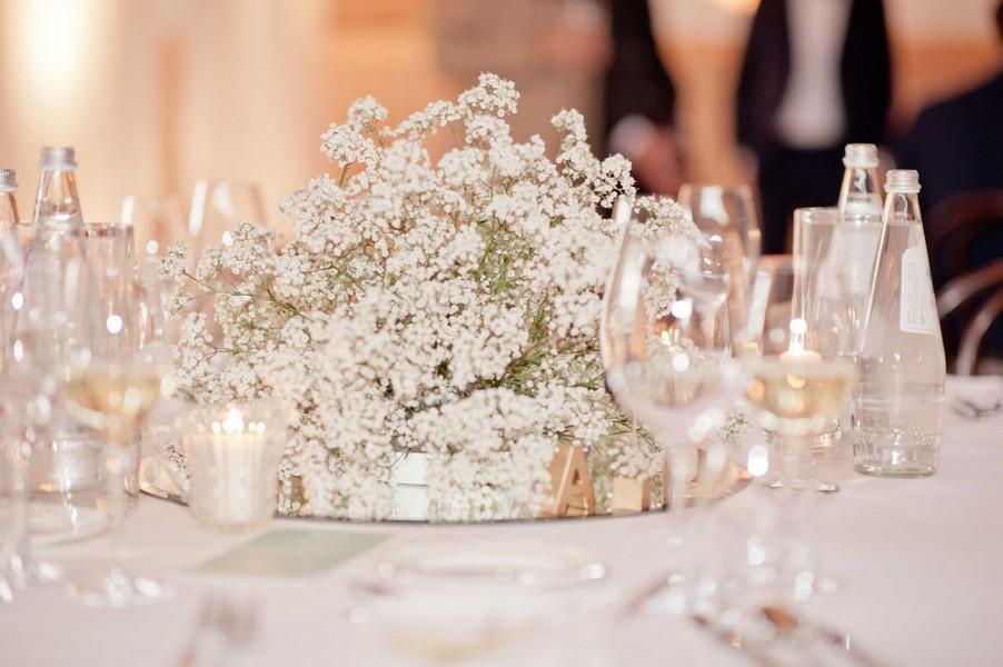 Schleierkraut als Tischdeko für eine Hochzeit im Stil der 20er Jahre
