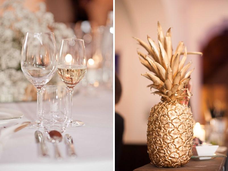 Tischdeko für eine Hochzeit im Stil der 20er Jahre mit goldener Ananas