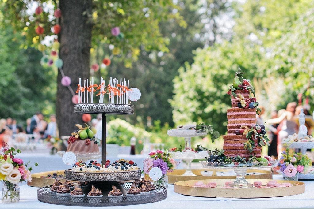 idee-hochzeit-sommer-vintage-sweet-table-braun-naked-cake-nancy-ebert