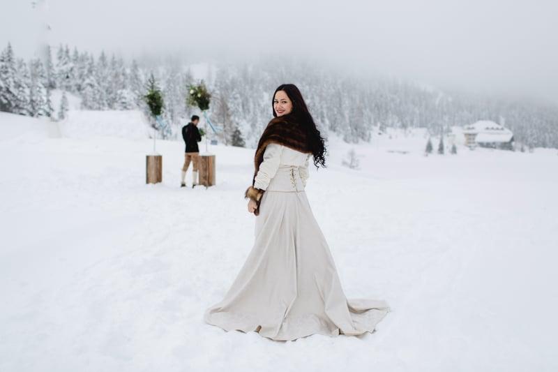 Winterhochzeit brautkleid  Inspiration für eine Winterhochzeit in den Bergen in Blau & Gold