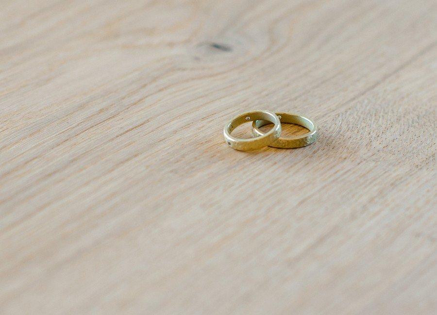 trauringe-gold-mit-steinen
