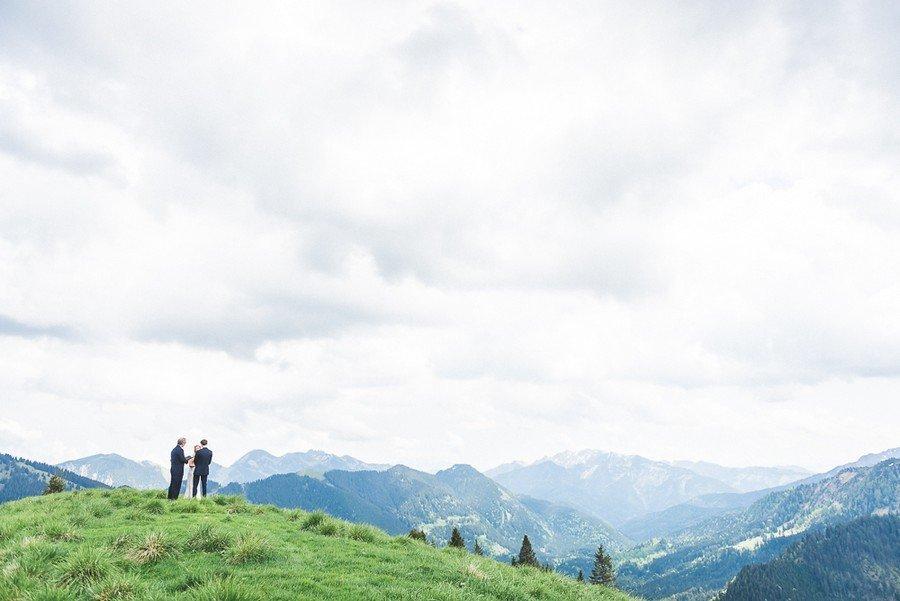 elopement-alm-tegernsee-alpen-natur-freie-trauung-hochzeit-berg-30
