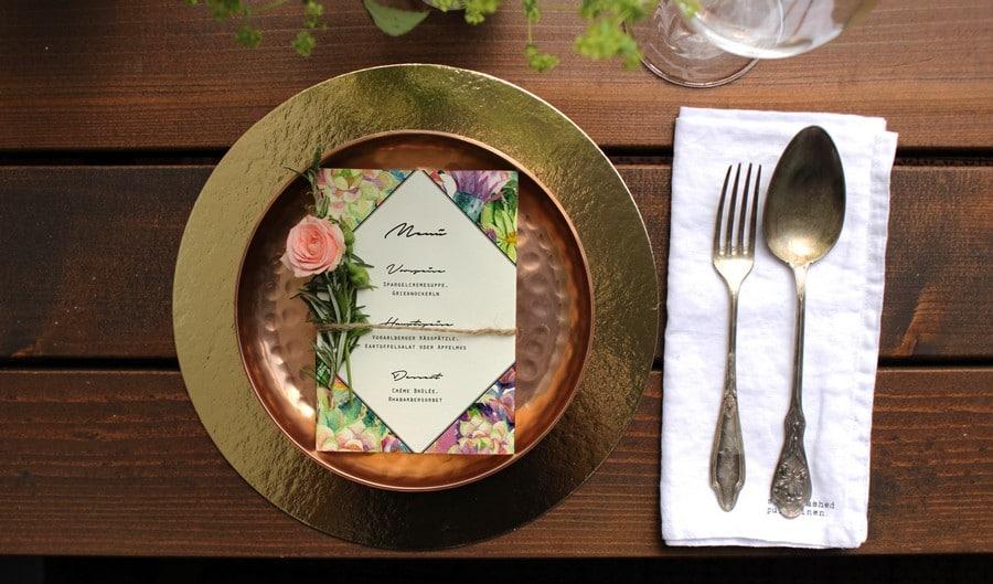 Menü für eure Hochzeit modernen  Vintage- Stil mit Wasserfarbendesign und Blumen