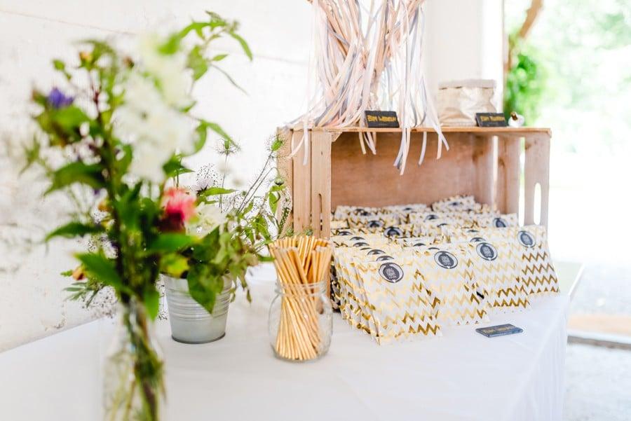 Romantische Boho Hochzeit mit freier Trauung im Garten von Kitty Fried