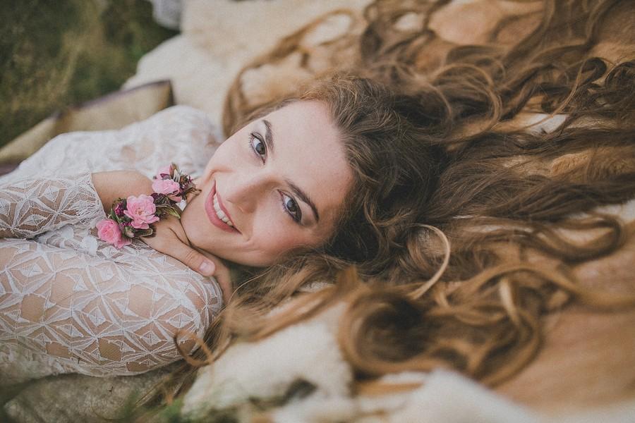 Inspirationen für die Hippie-Braut vom Kleid über die Deko und Papeterie bis zum Styling
