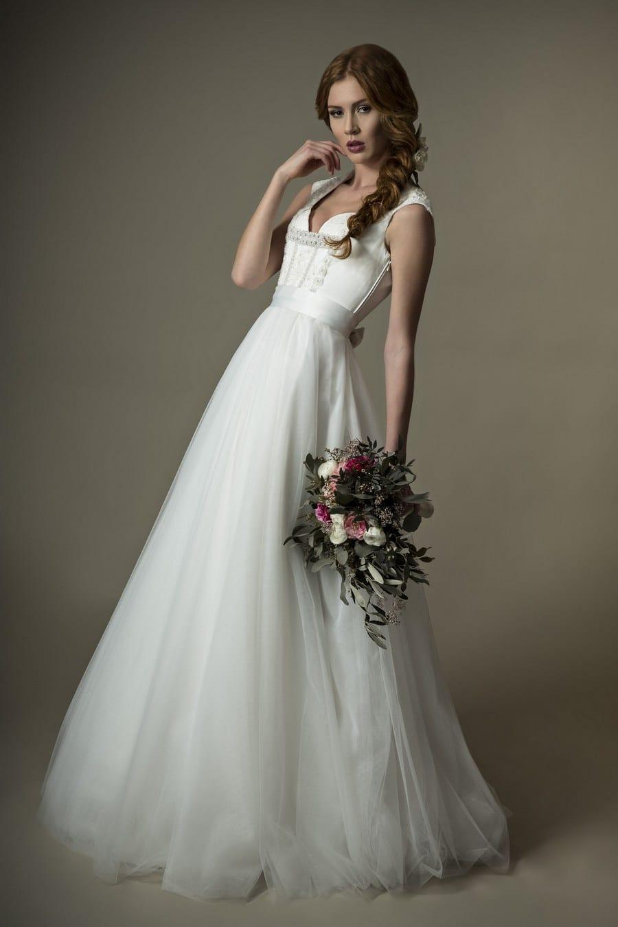 Exklusives Braut-Dirndl in Weiß  im Vintage-Design